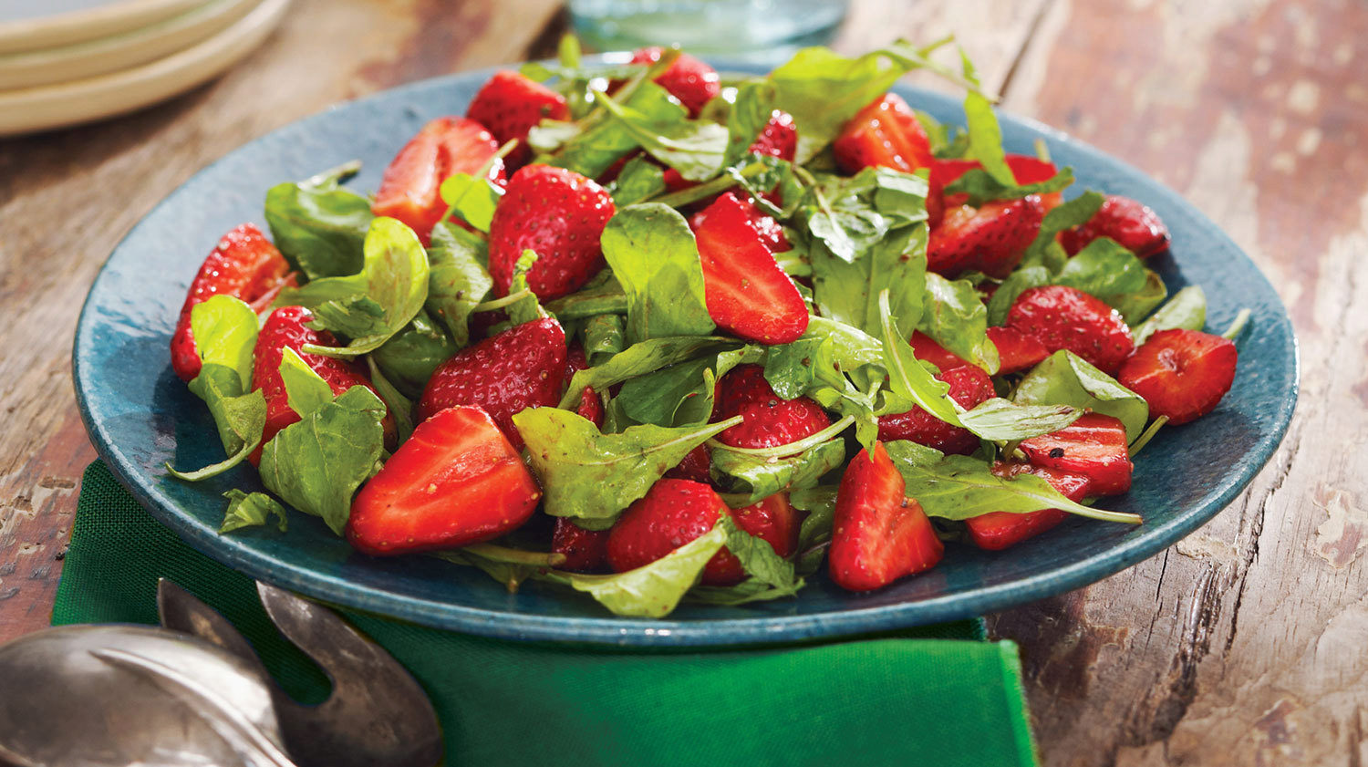 strawberry and arugula salad with balsamic vinaigrette